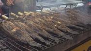 Phố cá nướng chuẩn bị hàng tấn cá cho ngày vía Thần Tài