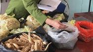 Thuốc nam không rõ nguồn gốc bày bán tràn lan tại khu di tích Tây Thiên