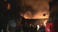 172 cảnh sát chữa cháy tại nhà kho chứa dầu chai