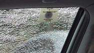 Búa phá cửa kính ô tô để thoát hiểm có kích thước bằng 1 chiếc thẻ ngân hàng