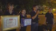 Tin nóng 24h: Nhóm bạn trẻ hát xin tiền cho người nghèo khó