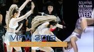 Giải trí 24h: Nhiều người mẫu gặp sự cố vì sân khấu trơn trượt của VIFW 2019