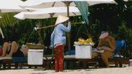 Nạn ăn xin, hàng rong tràn lan trên bãi biển Nha Trang