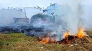 Đốt rác cháy lan uy hiếp cả khu dân cư