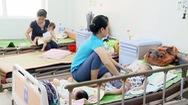 Bệnh nhi nhập viện do nắng nóng, bệnh viện quá tải