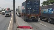 Một người bị xe container cán chết trên cầu vượt