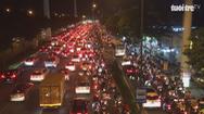 Dòng người ùn ùn về quê nghỉ lễ, nhiều tuyến đường kẹt xe nghiêm trọng
