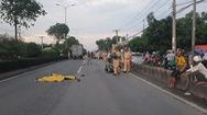 Chen vào khoảng hở giữa 2 xe chạy song song, 1 người chết