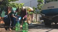 """Sửa đường ống nước, Đà Nẵng mang xe bồn đi """"chạy nước"""" cho dân"""