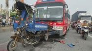 Xe đưa rước công nhân gây tai nạn liên hoàn