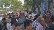 Tin nóng 24h: Xếp hàng dài gần 500m từ 1 giờ sáng để đăng ký tiêm vắc xin