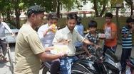 Nắng nóng 50 độ, Ấn Độ phát nước miễn phí