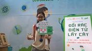 Chương trình đổi rác điện tử lấy cây xanh thu hút nhiều bạn trẻ