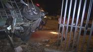 Ô tô tông liên tiếp 3 nhà dân ven đường, 3 người thương vong