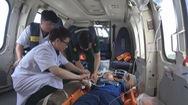 Trực thăng bay 12 tiếng đưa chiến sĩ vào đất liền cấp cứu