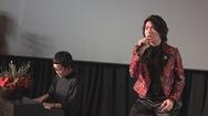 Nhạc sĩ Phương Uyên đệm đàn cho Quang Trung hát live sản phẩm đầu tay