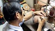 Độc đáo điêu khắc trên trái dừa khô