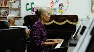 Lớp học piano dành cho người lớn tuổi