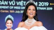 H'Hen Niê được tặng vĩnh viễn vương miện trị giá 2.7 tỷ đồng mà không trao lại cho người kế nhiệm