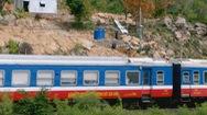Dân tự làm đường ngang dốc 45 độ băng qua đường sắt rất nguy hiểm