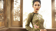 """Giải trí 24h: NTK Võ Việt Chung mang """"Xuân thì"""" đến Gala Aodai Canada 2019"""