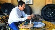 Góc nhìn trưa nay | 'Biến' lốp xe phế liệu thành những sản phẩm độc đáo