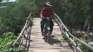 Làm cầu nông thôn nối liền hai xã biên giới