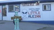 Thị trấn nhỏ ăn nên, làm ra vì dân đổ xô đi săn người ngoài hành tinh