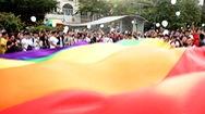 Cộng đồng LGBT diễu hành trên phố Nguyễn Huệ