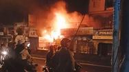 Cháy lớn cửa hàng bán phụ tùng xe máy trong đêm, thiêu rụi nhiều tài sản