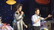 """Trúc Nhân hát hit """"Sáng mắt chưa"""" ở sân khấu lô tô Sài Gòn Tân Thời"""