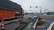 Đường nối vào cao tốc Đà Nẵng – Quảng Ngãi xuất hiện ổ gà, sống trâu