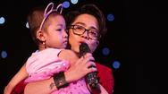 Bùi Anh Tuấn khóc nghẹn trong Gala Nhạc Việt mừng sinh nhật