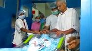 Người mẹ già nhất thế giới sinh con ở tuổi 74