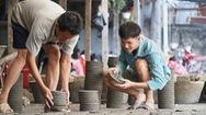 """Lò gốm cuối cùng ở Sài Gòn giữ nghề """"nặn ông Táo"""""""