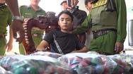 Video: Đem hàng ngàn quả pháo nổ về nhà bạn gái cất giấu bị công an phát hiện