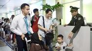Làm thủ tục ở sân bay dịp Tết đã bớt khổ cho người già, phụ nữ mang thai