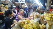 Kéo nhau đi sắm đặc sản tết ở chợ 'độc nhất vô nhị' của Sài Gòn