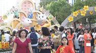Video: Nhiều trẻ nhỏ bị thất lạc trên đường hoa Nguyễn Huệ