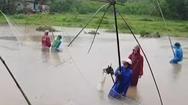 Video: Đánh bắt cá mùa lũ ở Lệ Thủy, Quảng Bình