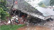 Video: Một quả đồi ập xuống đồn biên phòng, nhiều dãy nhà đổ sập