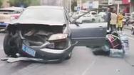 Video: Đạp nhầm chân ga, tài xế ô tô đâm loạn xạ trên đường phố
