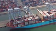 Video: Tàu container 'siêu khủng', rộng bằng 4 sân bóng đá cập cảng quốc tế Cái Mép - Thị Vải
