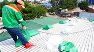 Video nóng: Người dân đổ xô 'bơm nước lên mái nhà' phòng chống bão số 9