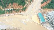 Video: Còn hơn 60 công nhân bị cô lập ở thủy điện Đăk Mi 2