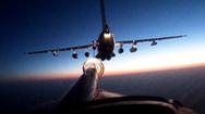 Video: Khoảnh khắc bay bay tiếp nhiên liệu trên bầu trời trong đêm