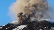 Video: Cảnh núi lửa phun trào lúc hoàng hôn ở Italy