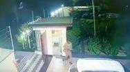 Video: Ôtô đâm bay cổng công ty, bảo vệ nổ súng khiến tài xế bị thương