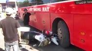 Video: Khoảnh khắc xe cảnh sát và xe khách đụng nhau tại Kon Tum