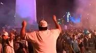 Video: Hàng ngàn người hâm mộ tưởng nhớ huyền thoại bóng đá Diego Maradona